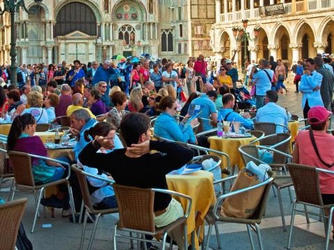 "In January, four student visitors filed a complaint saying they were billed $1,366 for four steaks, a plate of grilled fish, and bottled water in a restaurant near Piazza San Marco. The mayor called it a ""shameful episode."""