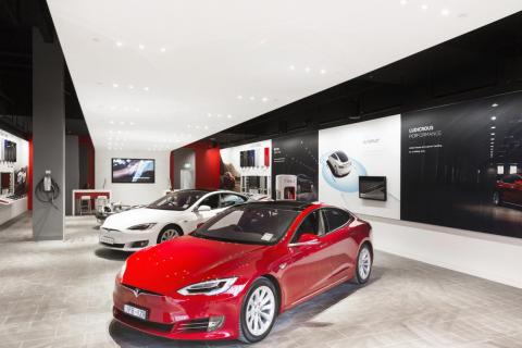 6. Holmes didn't have to worry about consumers — but Tesla has to.