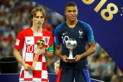 Luka Modric recibe el premio al mejor jugador del Mundial de Rusia 2018