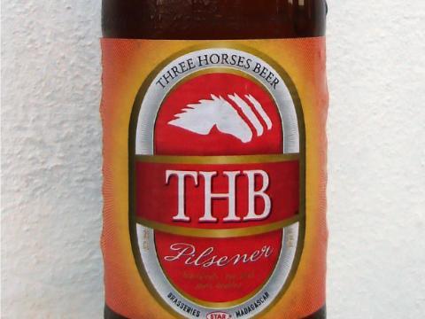 La cerveza que más se vende en Madagascar es la Three Horses.