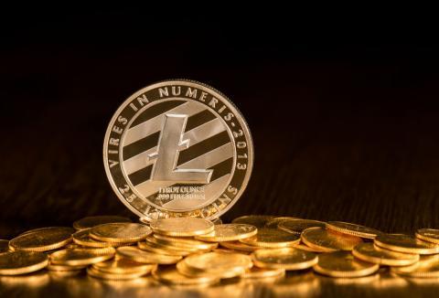 Una moneda con el logo de Litecoin