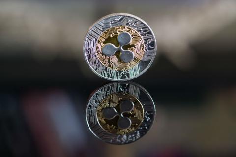 Una moneda con el logo de Ripple