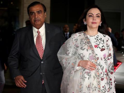 """Mukesh Ambani está casado con Nita Ambani, a quien Forbes llamó """"La Primera Dama de los Negocios Indios"""" en 2016."""