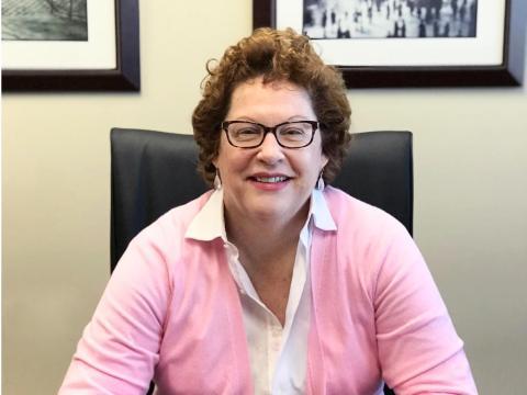 Myra Nicholson, consejera general de IAA.