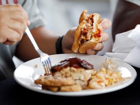 si ingieres muchas calorías no pierdes peso