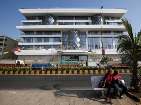 Ella y su nuevo esposo se mudarán a un bungalow en Mumbai llamado Gulita.