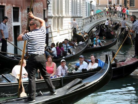 There's a good chance you'll be surrounded by boats full of other tourists.