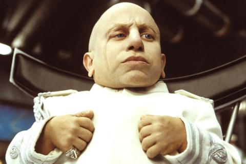Verne Troyer, como Mini Yo en la saga Austin Powers.