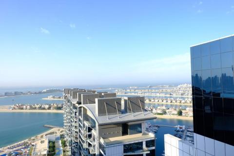"""La vista de las hojas de Palm Jumeirah desde mi hotel en el """"tronco""""."""