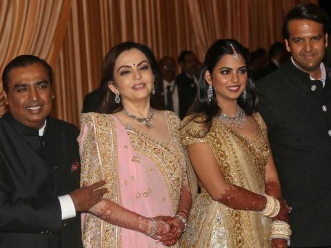 La ceremonia de la boda se celebró en la casa de la familia Ambani en Mumbai.