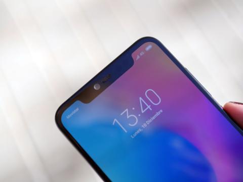 También incorpora notch, tendencia en los smartphones de 2018