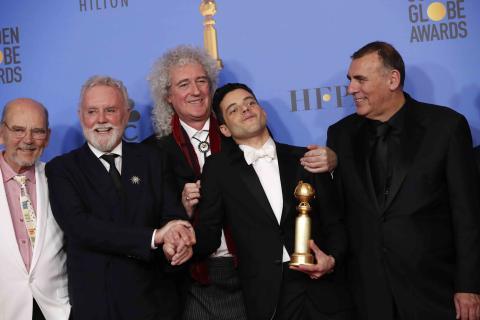Jim Beach, Roger Taylor, Brian May, Rami Malek con su galardón a la mejor actuación de un actor en una película de drama