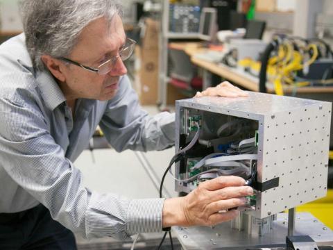 27. Los ingenieros industriales diseñan, desarrollan, prueban y evalúan sistemas integrados para la gestión de los procesos de producción industrial.