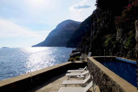 """9. Una """"Villa exclusiva con muelle privado"""" fue una de las cuatro casas italianas en Airbnb de la lista."""