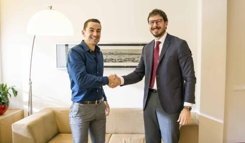 Manuel del Campo, CEO de Axel Springer España (izq) y Conrado Briceño, CEO de la Universidad Europea (dcha)