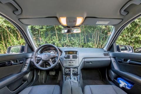Interior de un Mercedes Clase C