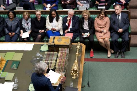 Theresa May habla ante los comunes en el Parlamento británico.