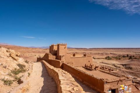Ait Ben Hadu se construye en una colina con muros defensivos colocados periódicamente a medida que subes, añadiendo así otra capa de defensa para sus habitantes.