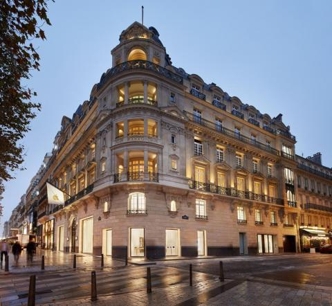 Apple's newest Paris location on Champs-Élysées is as lavish as the famed boulevard itself.