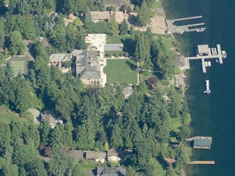 La casa relativamente modesta de Ballmer tiene cuatro dormitorios y 8.100 metros cuadrados.
