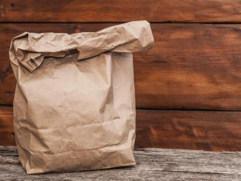 Las bolsas de papel son altamente inflamables en el microondas
