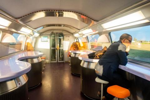 The cafeteria car had a retro futuristic vibe with its curved ceilings, wavy bar table, and colorful stools.