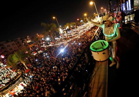 La gente participa en las celebraciones de Año Nuevo en El Cairo, Egipto, el 31 de diciembre de 2018.