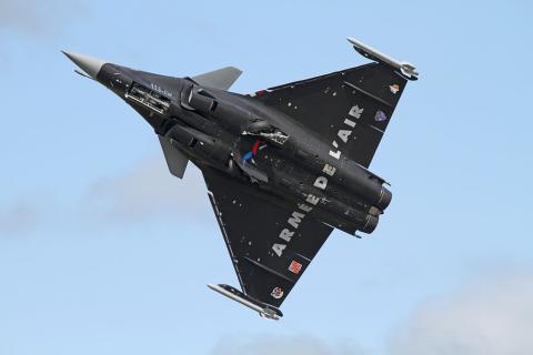 Un avión caza Rafale de Dassault del ejército frances