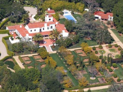 El ex director ejecutivo de Google, Eric Schmidt, compró su casa de 650 metros cuadrados en Montecito, California, a Ellen DeGeneres y Portia de Rossi en 2007 por 20 millones de dólares.