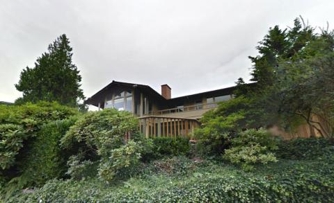 La casa de Gates tiene un garaje para 23 coches, seis cocinas, 24 baños y un salón de recepción con capacidad para 200 personas.