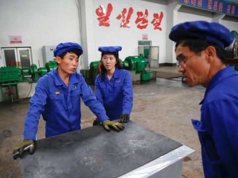 Here, workers at the Pyongyang 326 Electric Cable Factory have a chat.