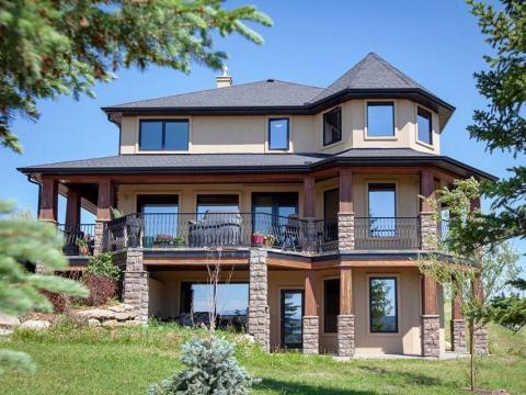 La casa está a unas 40 millas de la ciudad de Calgary.