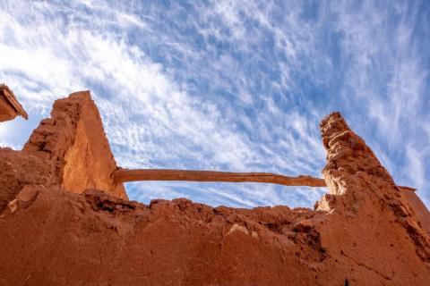 Las casas están rodeadas de muros muy altos para protegerlas de los ataques de otras poblaciones.