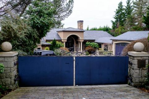 The houses on the waterfront side of Evergreen Point Road were all blocked by high gates.<br>The mansions looked massive, but it was hard to see inside.