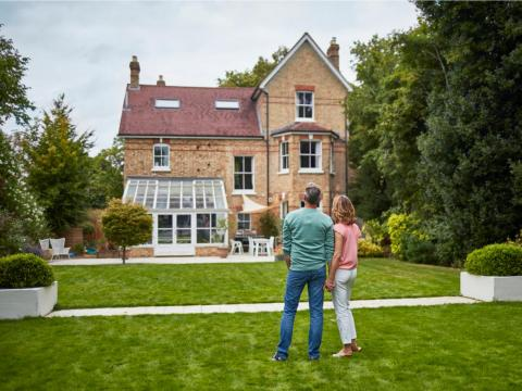 Vivir en una casa que te puedas permitir fácilmente es clave para aumentar tu riqueza.