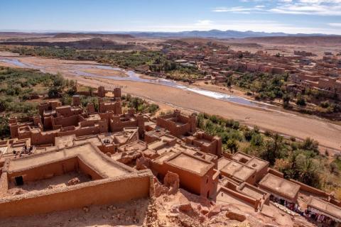 Los lugareños también se han mudado del ksar a la ciudad más moderna al otro lado del río, que está más cerca de la carretera. El ksar es sobre todo una atracción turística.