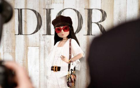 Noonouri, en una campaña para Dior