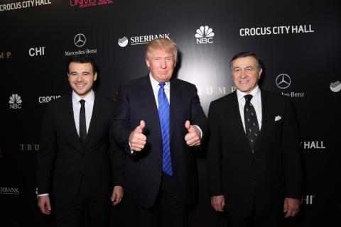 Emin Agalarov, Donald Trump, y Aras Agalarov en Miss America 2013.