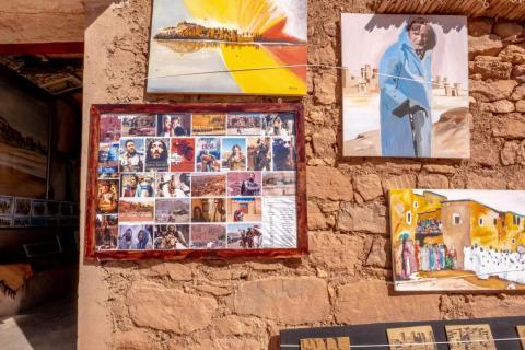 Una de las tiendas tenía una placa con la lista de todas las películas que se habían rodado en Ait Ben Hadu. Es un punto de orgullo entre los locales (así como una fuente de ingresos).