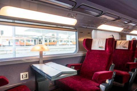 One thing that I enjoyed about the Moroccan TGV is that the design had an old-school flair that integrated classic elements like the art-deco lamps and seats that face each other.