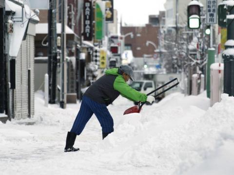 Some in Japan believe that shoveling or removing snow should be considered exercise rather than laborious work. For example, the Japan José Size Association provides precautions and best practices for turning snow removal into a