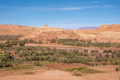 ... entonces has visto el castillo medieval de Ait Ben Hadu. Puede que no lo supieras. A pocas horas de Marrakech, en el suroeste de Marruecos, la ciudad fortificada es uno de los principales monumentos del país. Esta es a la distancia.