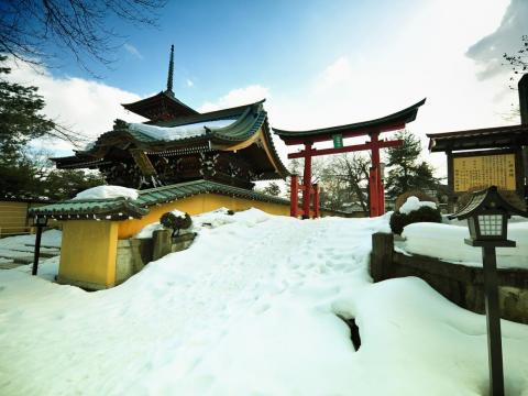 There are also plenty of temples and castles to visit throughout the entire Aomori Prefecture.