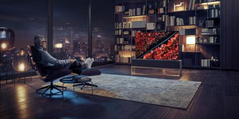 Aún no se ha desvelado el precio —pero las TV Signature de LG parten de los 7.000 dólares. Así que esta versión enrollable costará mucho más.
