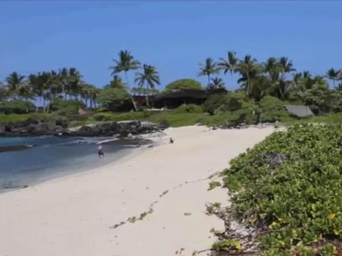 """Resulta que Zuckerberg y Ellison no son los únicos ejecutivos de tecnología a los que les gusta Hawái: Michael Dell, fundador de Dell Technologies, pasa sus vacaciones en la """"Residencia Raptor"""" en la Isla Grande."""