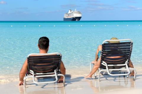 Hay mucho tiempo para reunirse con amigos cuando el barco se detiene en un puerto.