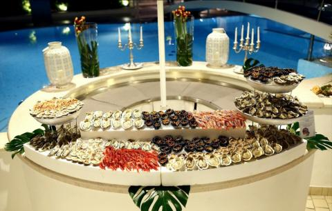 Visitors who don't sit for a formal dinner can choose to snack at the hotel's buffets.