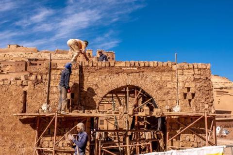 Aunque la técnica de construcción es de bajo costo, fuerte y duradera, requiere un mantenimiento y una restauración constantes.