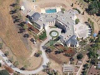 Yuri Milner, un inversionista de Facebook, Twitter y Spotify, compró esta mansión en Silicon Valley por 100 millones de dólares en 2011.