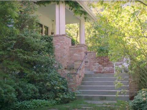 """La residencia de Zuckerberg está adornada aparentemente con un """"asistente artificialmente inteligente hecho a medida"""" llamado Jarvis."""